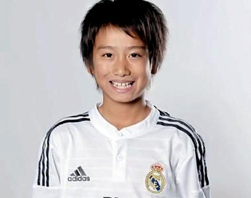 Thần đồng bóng đá 12 tuổi Nhật Bản