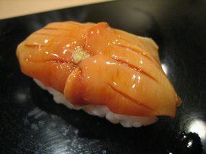tiem-sushi-chi-co-10-ghe-ma-beckham-obama-cung-phai-xep-hang-ghe-tham-akagai-1475826643-width500height375
