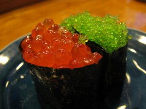tiem-sushi-chi-co-10-ghe-ma-beckham-obama-cung-phai-xep-hang-ghe-tham-ikura-jpg-1475826643-width500height375
