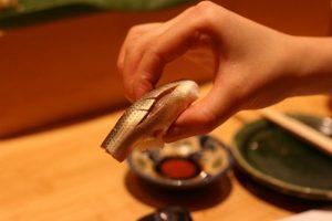 tiem-sushi-chi-co-10-ghe-ma-beckham-obama-cung-phai-xep-hang-ghe-tham-kohada-jpg-1475826643-width500height333