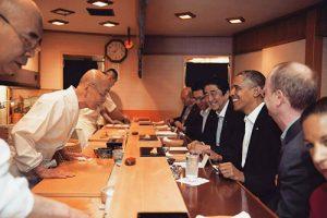 tiem-sushi-chi-co-10-ghe-ma-beckham-obama-cung-phai-xep-hang-ghe-tham-su2-5647-1475666028-1475826643-width500height333