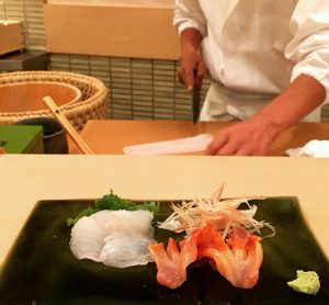 tiem-sushi-chi-co-10-ghe-ma-beckham-obama-cung-phai-xep-hang-ghe-tham-su4-robert-cy-chang-8039-1475666029-1475826643-width500height463
