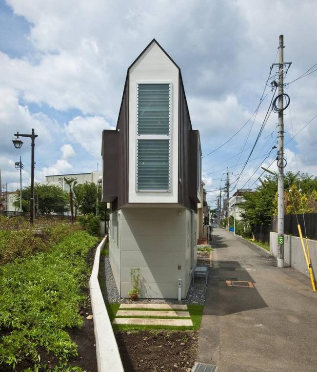 Căn nhà Nhật Bản nhìn thì nhỏ hẹp vậy thôi, nhưng khi bước vào trong bạn sẽ phải bất ngờ