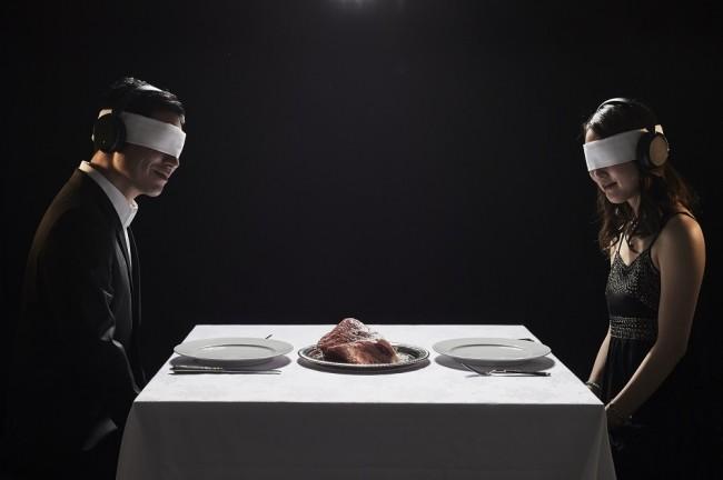 """Nhà hàng """"muốn ăn thịt bò phải bịt mắt"""" độc nhất khu thương mại Ginza"""