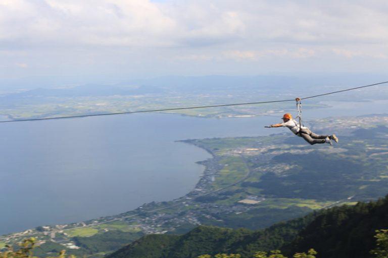 Bay giữa không trung trên hồ nước lớn nhất Nhật Bản