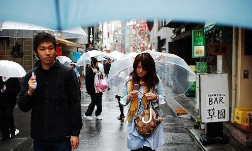 Vì sao người Nhật Bản thích dùng ô trong suốt?