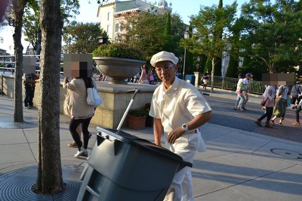 Một câu nói gồm 3 từ mà nhân viên Tokyo Disneyland không bao giờ được phép dùng