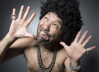 Nghệ sĩ hài Nhật Bản: lộ càng nhiều da thịt càng nổi…