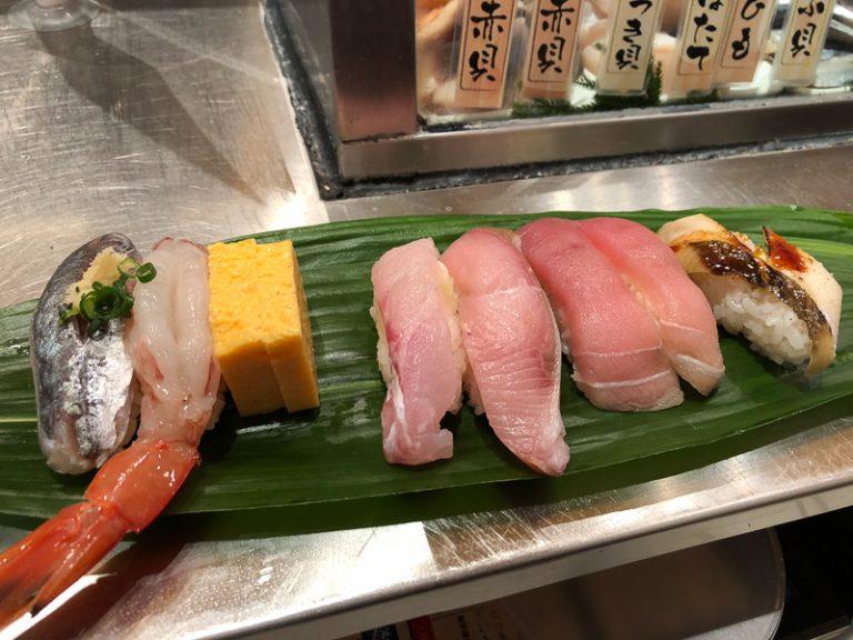 Ai bảo ăn ngon không cần vội, người Nhật chứng minh bận sấp mặt vẫn thưởng thức món ngon được bình thường