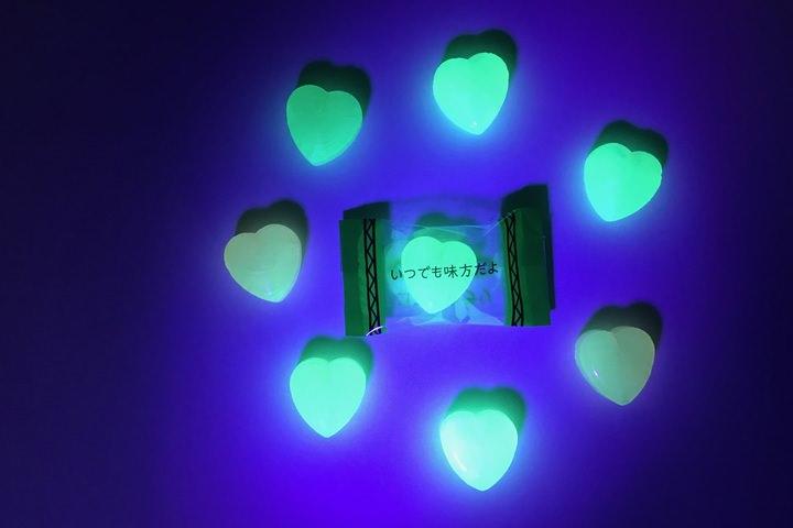 Bí ẩn bên trong viên kẹo phát sáng gửi lời chúc đến người thân thương