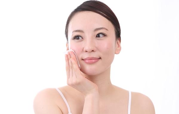 Tìm hiểu về tầm quan trọng của việc cấp nước và dưỡng ẩm cho da