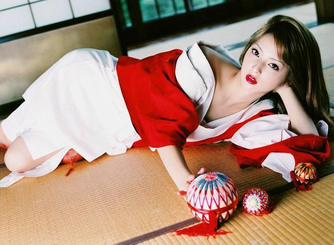 Biến tấu Kimono để phù hợp với xu hướng hiện đại