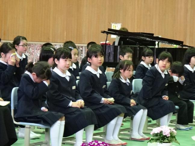 Lễ tốt nghiệp không có chia ly, nhưng lại gây xúc động mạnh trên hòn đảo nhỏ Nhật Bản