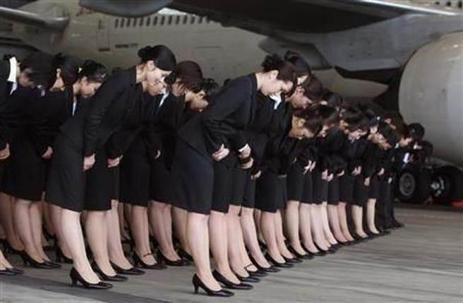 Hàng triệu người đã giật mình khi xem cách nhân viên hàng không Nhật xếp vali cho khách