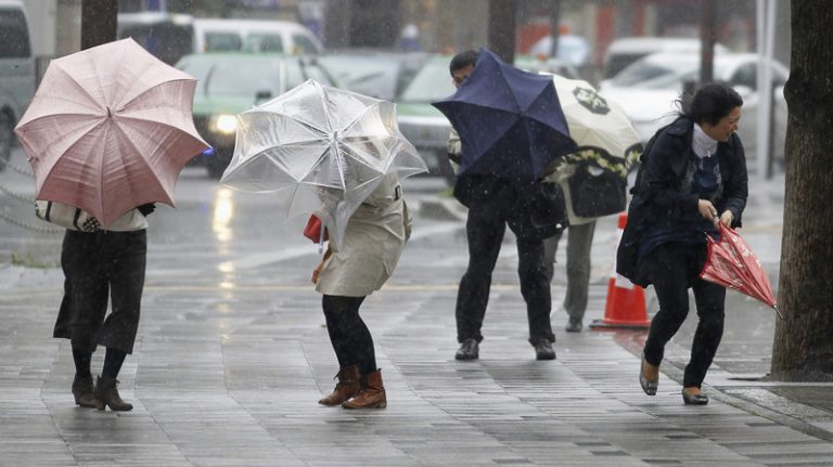 """Tin nhanh: Cả nước Nhật hỗn loạn vì """"bão mùa xuân"""" trở lại ngày 15/4"""
