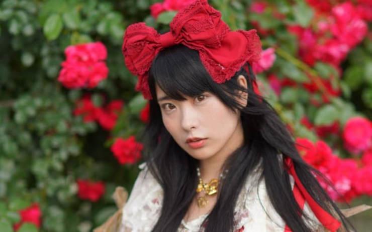 Nữ Idol Nhật tổ chức đêm diễn dành riêng cho một người hâm mộ chết trong cảnh cô độc