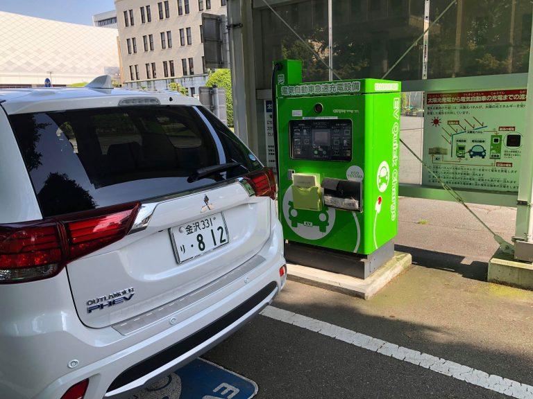 Chỉ có ở Nhật – Xe hơi chạy bằng điện thân thiện với môi trường, đi kèm dịch vụ sạc miễn phí vô cùng kinh tế