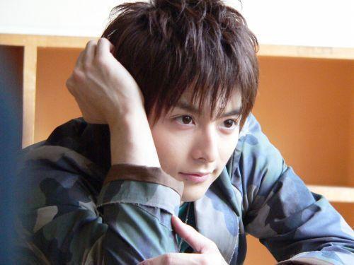 """Từ điển con trai Nhật Bản – không thể nói """"Anh yêu em"""" nhưng vẫn dùng những câu có nghĩa tương đương sau…"""