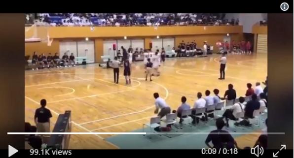 Phản ứng của trọng tài khi bị cầu thủ bóng rổ đánh mạnh vào mặt