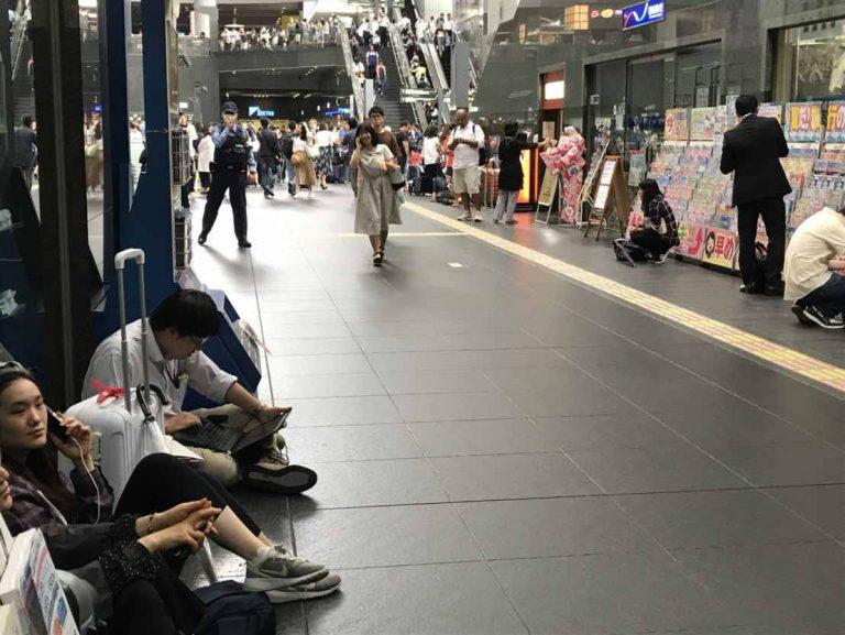 """Động đất mạnh rung chuyển miền Tây nước Nhật: """"Đất dưới chân tôi mềm nhũn ra, ngỡ như nhà cao tầng sắp đổ ập xuống"""""""