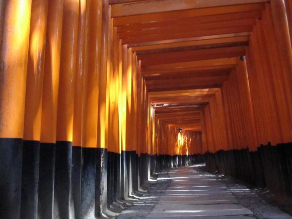 Bạn có đủ dũng khí để bước vào  Đền Fushimi Inari sau khi xem bức ảnh này?