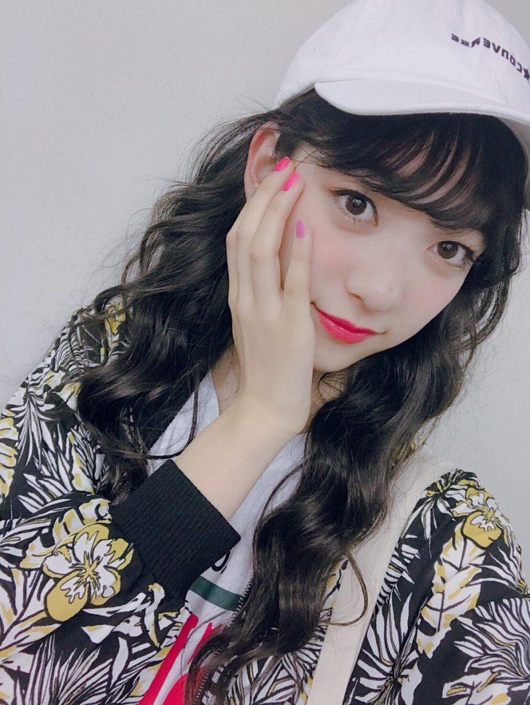 """Cao 1m73 khi mới học tiểu học, tiểu """"nữ thần"""" Nhật Bản khốn đốn khi chụp ảnh chung với bạn cùng lớp"""