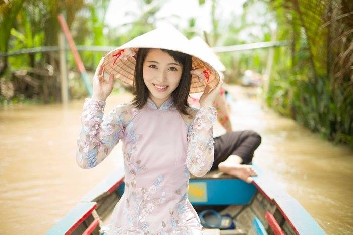 """Cô bé Memma trong Live Action """"Ano Hana"""" ngày nào tạm biệt cấp 3 bằng bộ ảnh chụp tại Việt Nam"""