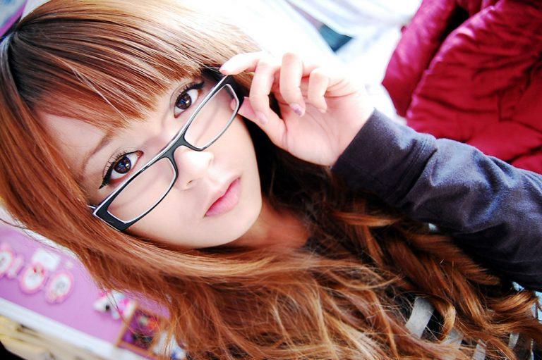 """Sức hấp dẫn của những """"cô nàng bốn mắt"""" trong nền văn hóa Nhật Bản"""