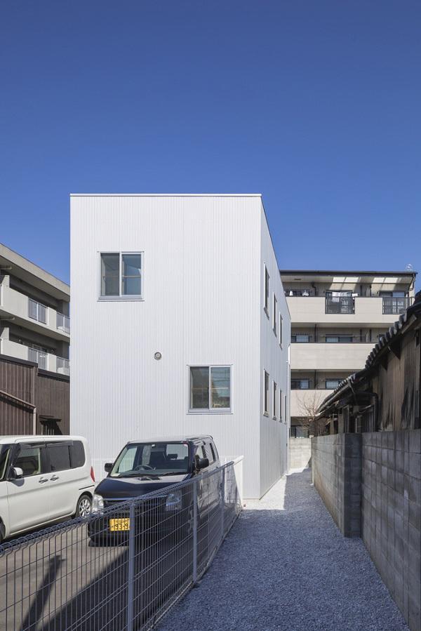 """Bên trong ngôi nhà 13 tầng tưởng như thiết kế cho """"bảy chú lùn"""" này có gì?"""