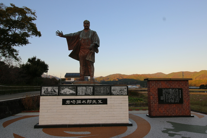 Chân dung nhà sáng lập Mitsubishi và bài học kinh doanh từ trong nhà tù