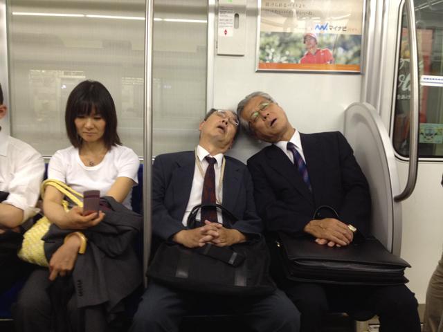 Khả năng đặc biệt của người Nhật, ngủ say không báo thức vẫn không quên giờ xuống tàu