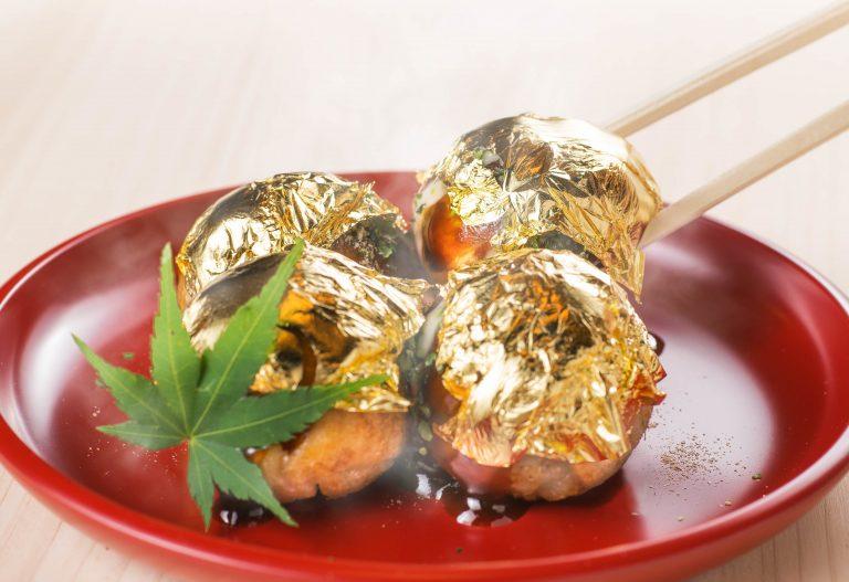 """Quê hương của Takoyaki không phải Osaka, mà là """"thành phố Vàng"""" nơi có món Takoyaki bọc trong vàng thật"""