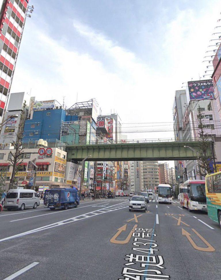 """Đến tận Akihabara, vị khách nước ngoài ngã ngửa khi biết hình ảnh chỉ là đồ """"Fake"""""""