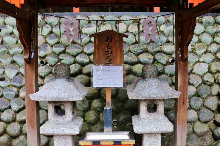 Điều ước thành hay không thành, chỉ cần khấn nguyện ở ngôi đền nổi tiếng nhất Kyoto là biết ngay