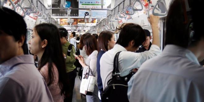 Gần 70% người trẻ Nhật Bản sợ bị người khác nhìn