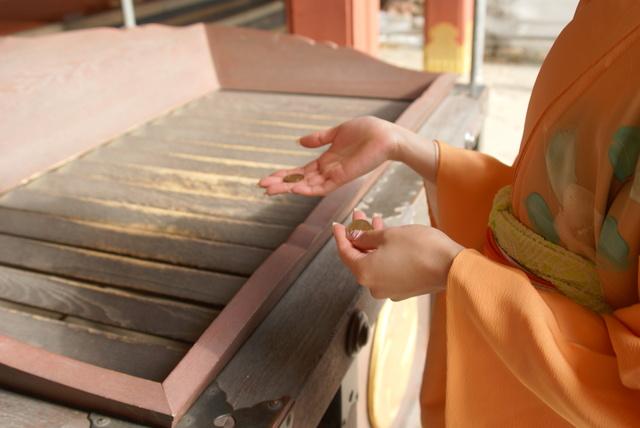 Người đàn ông Nhật bị bắt vì trộm…… 5.000 đồng trong đền thờ Thần đạo