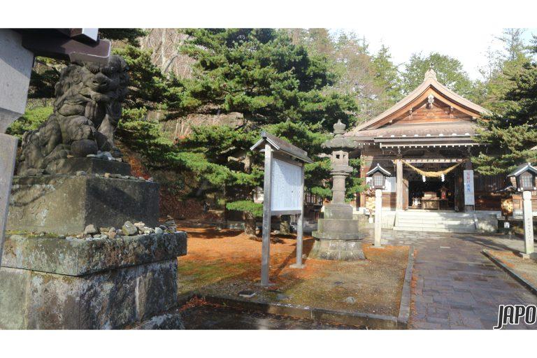 Những di tích linh thiêng còn tồn tại bên trong khuôn viên đền thờ Thần Onsen