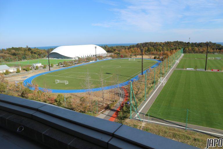 """Khám phá những điều bí mật chỉ có ở sân bóng """"nước nhà người ta"""" tại Fukushima"""