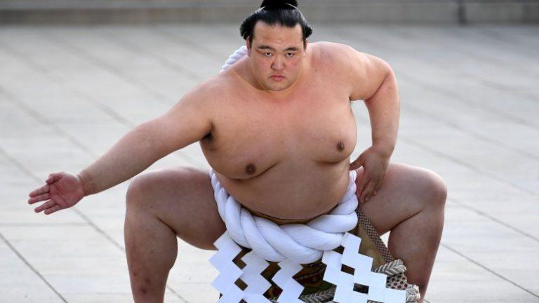 Kinh ngạc trước màn ký tay nhanh như máy in của các võ sĩ Sumo