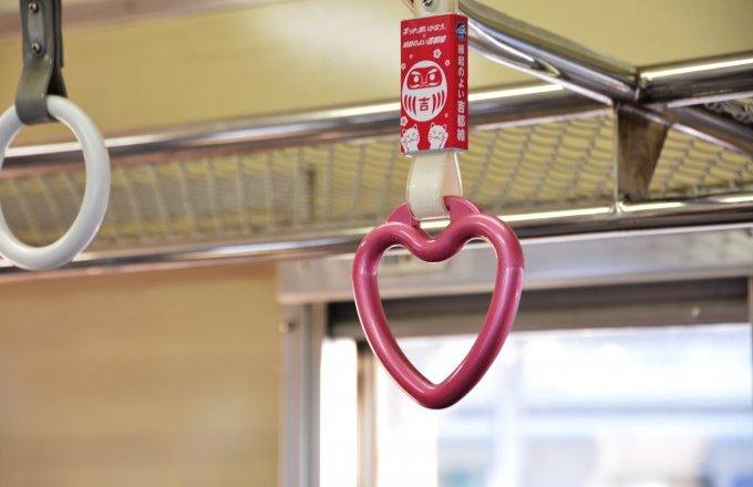 Đi tàu may mắn ăn KitKat để thi đậu, không chỉ học sinh Nhật mới mê tín đâu
