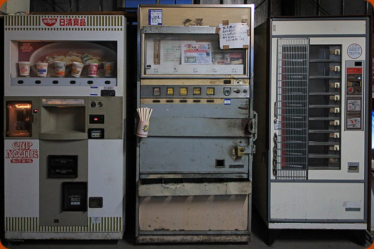 Chiếc máy bán hàng 40 năm tuổi và câu chuyện cảm động đằng sau
