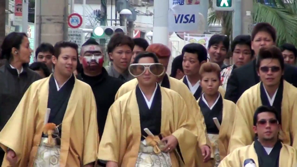 Ẩu đả nổ ra giữa Kimono và Vest Tây tại lễ thành nhân ở Nhật Bản