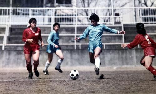 Những nữ sinh đá bóng ở Nhật Bản