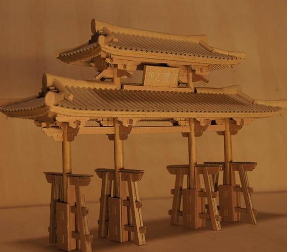 Ngỡ ngàng trước khả năng tái tạo các đền và lâu đài bằng hộp các tông nét đến từng chi tiết