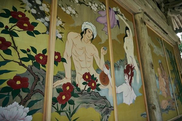 """""""Hú hồn"""" Chùa ở Nhật treo tranh trai đẹp, lả lơi trăng hoa để thu hút nữ giới?"""