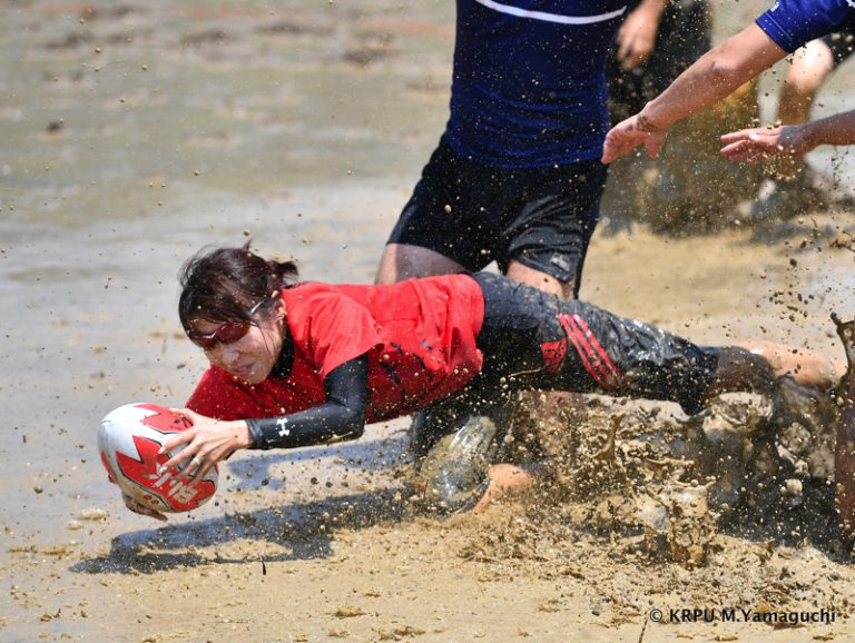 """Ý nghĩa đằng sau môn thể thao """"chơi dơ"""" cộp mác Nhật – Bầu dục…bùn"""