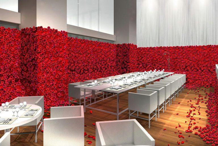 နှင်းဆီပန်း အပွင့် ၄ သောင်းနဲ့အလှဆင်ထားတဲ့ စားသောက်ဆိုင်