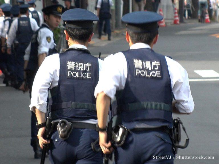 Viên cảnh sát Nhật nóng giận, hét vào mặt nghi phạm – Hành động khiến nhiều người