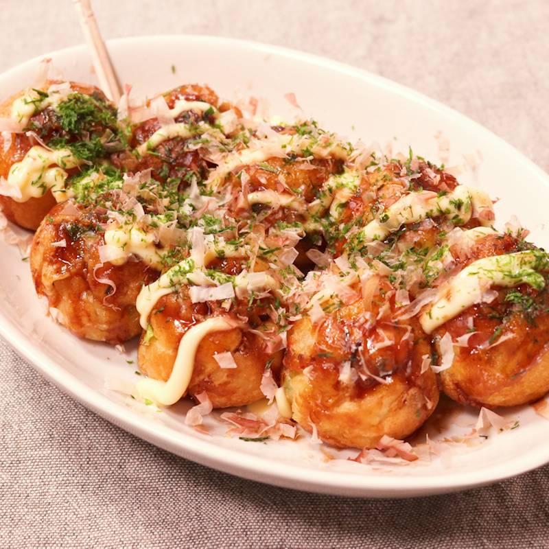 Takoyaki đã tiến hoá, không biết có tiện hơn không nhưng chắc chắn giúp chị em ăn Takoyaki được 'duyên dáng' hơn
