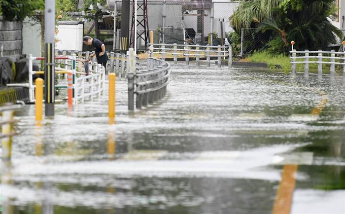 Mưa lớn liên tục tại Kyushu, 1 người bị chôn vùi vì lở đất, nhiều người khác mất tích
